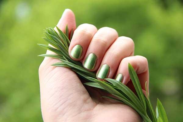 green fingernails
