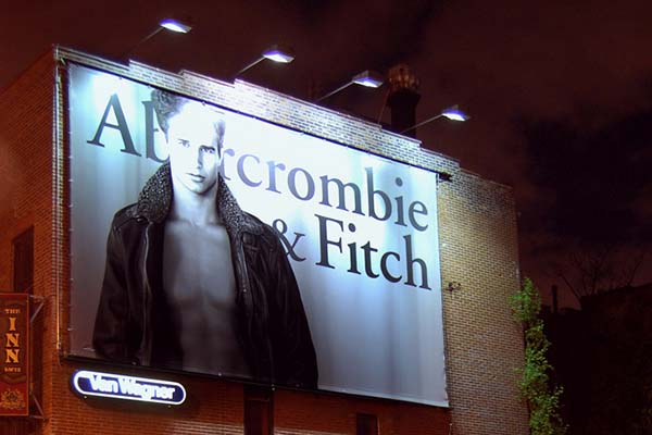"""Abercrombie & Fitch: """"No Fat Chicks"""""""