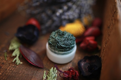 spirulina detoxifying face mask