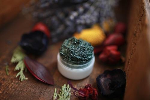 spirulina detoxifying face mask